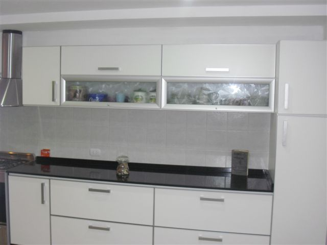 Muebles de cocina modelo estrella con marmol negro brazil for Marmol negro para cocina