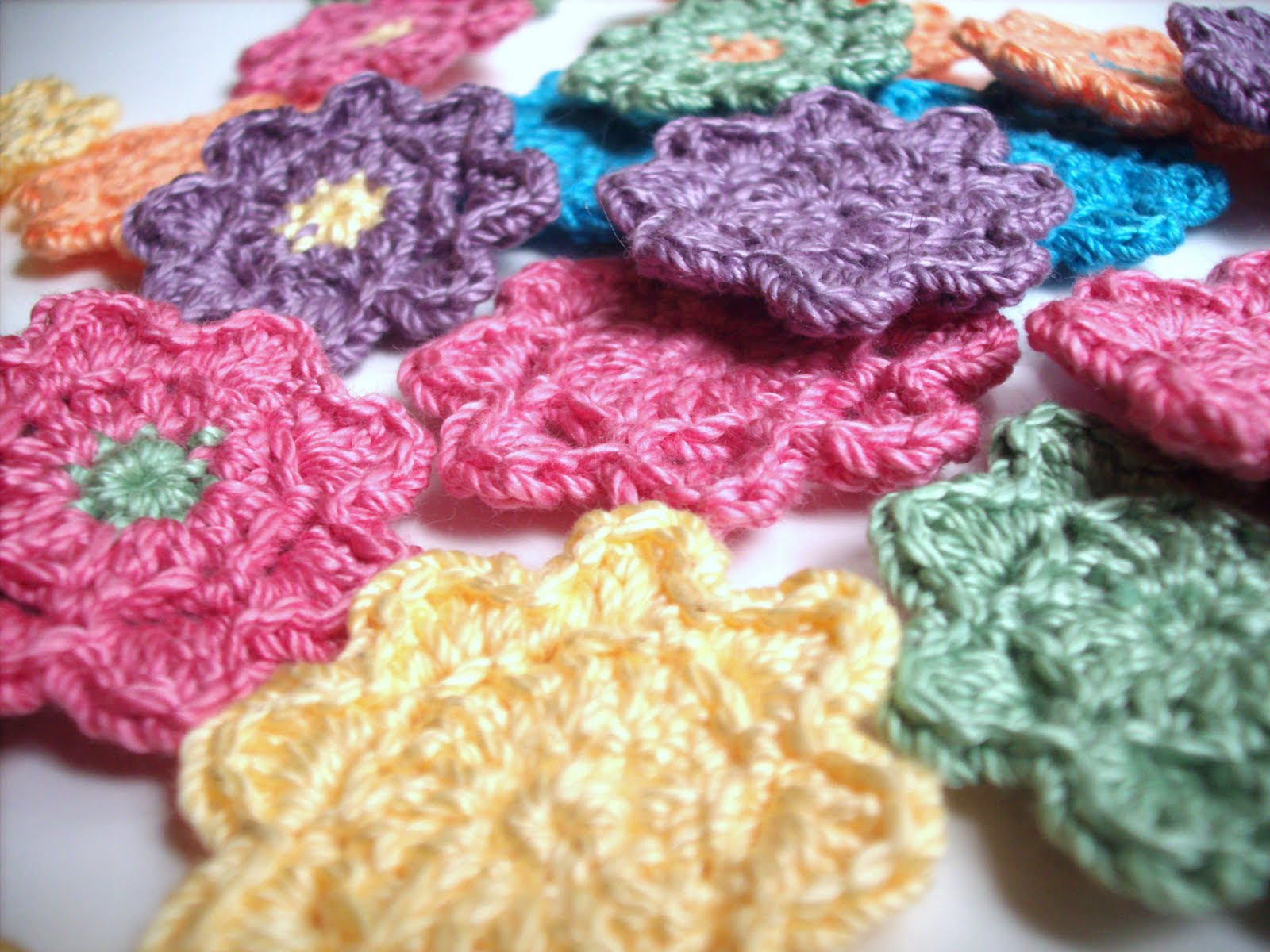 CROCHET THREAD FLOWER PATTERN Patterns