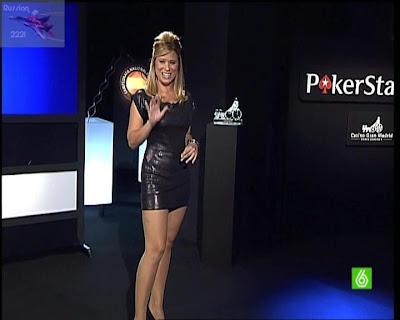 Carla Hidalgo Minifalda Vestido Marcando Volumen