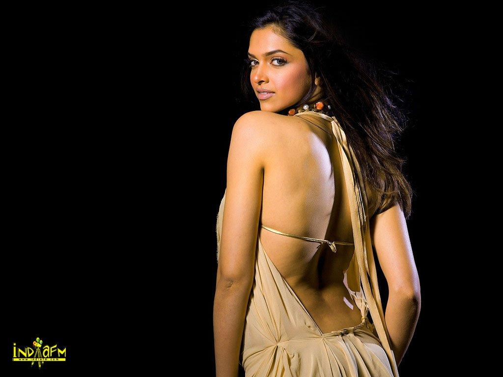 Diya mirza hot nipples show