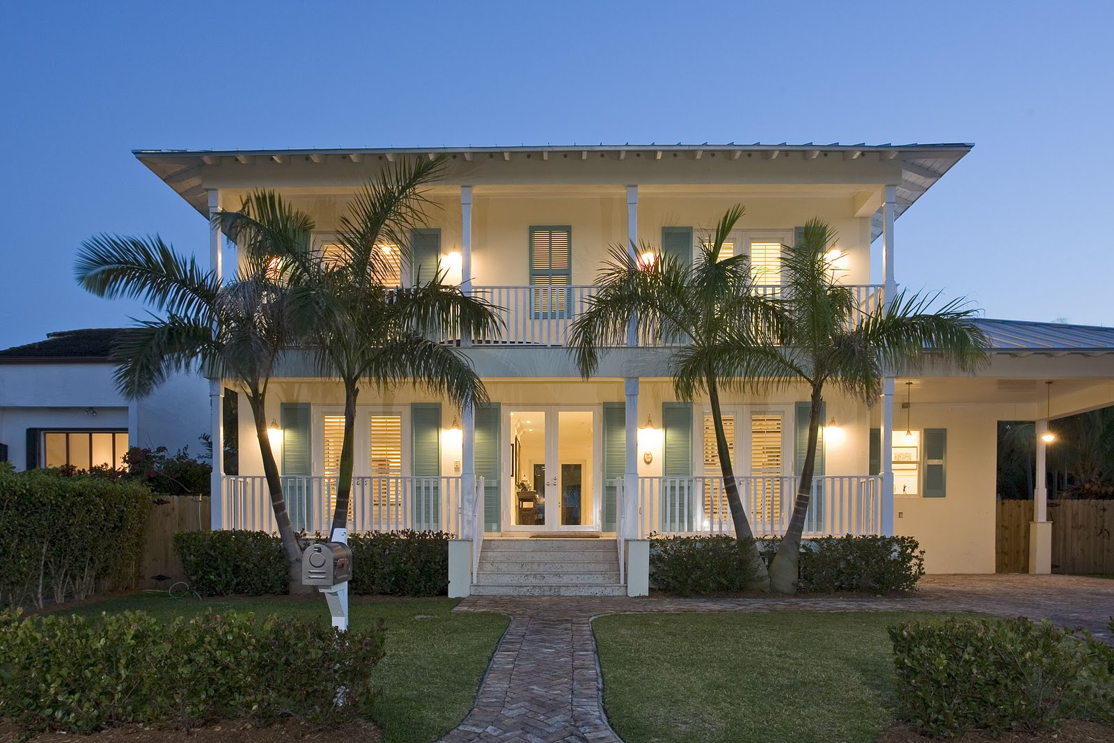 Tropical resort living key biscayne vacation villa rentals for Hawaiian plantation style homes