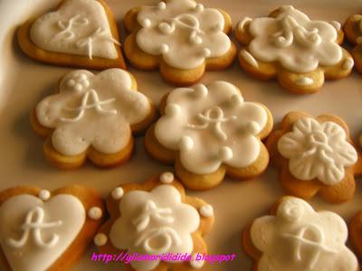 Gliamorididida tentativo biscotti decorati e scatolina for Comodini grezzi da decorare