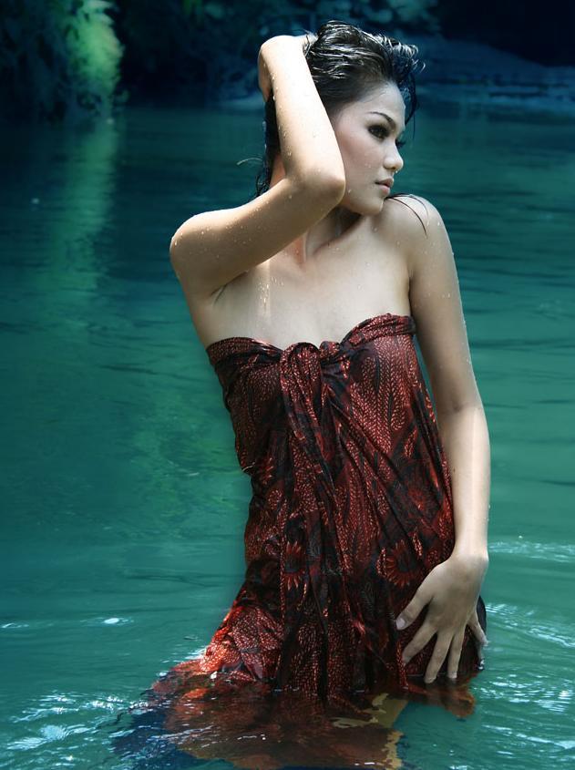 Dalam Balutan Batik