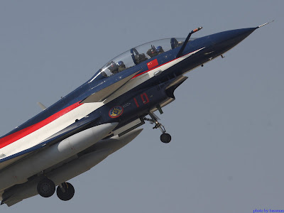 L15-6 and J-10 arrived at the Zhuhai Airshow 2010