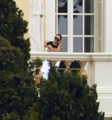 Angelina Jolie topless Cannes