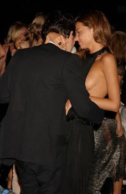 Miranda Kerr nipple slip