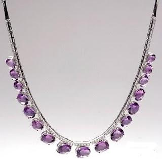 http://1.bp.blogspot.com/_3xtylGUE0Nc/SNstYyygYPI/AAAAAAAAAa4/HMe8N12Y0HM/s320/crystal+necklace.jpg