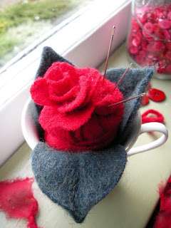"""Pincup"" Pincushion teacup by Kura Carpenter: http://makingmakesmylife.blogspot.co.nz"