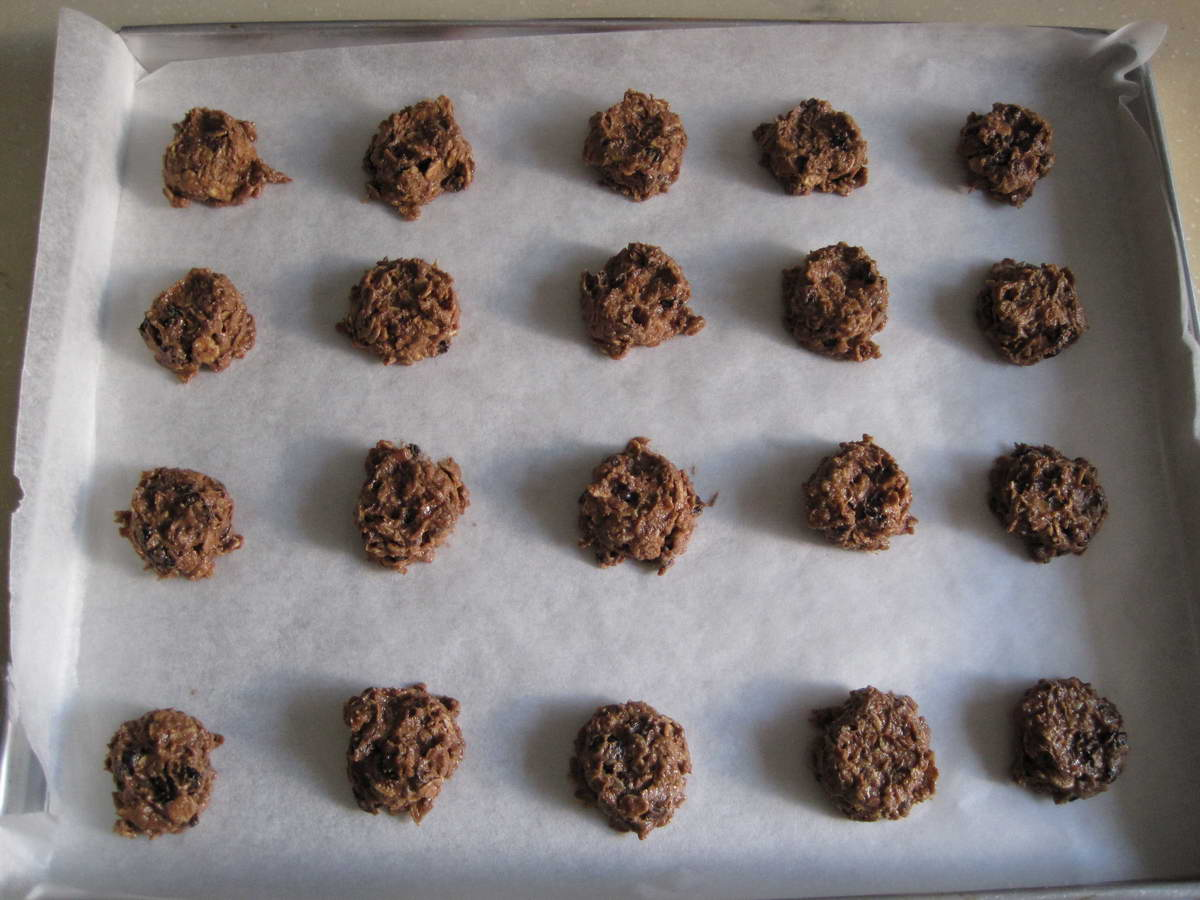 Blessed Homemaker: Oatmeal, Currant and Chocolate Chip Cookie