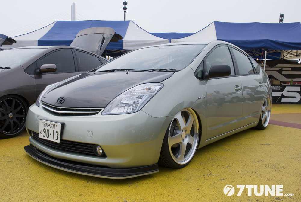 JDM Rides - Page 4 Toyota_prius_slammed
