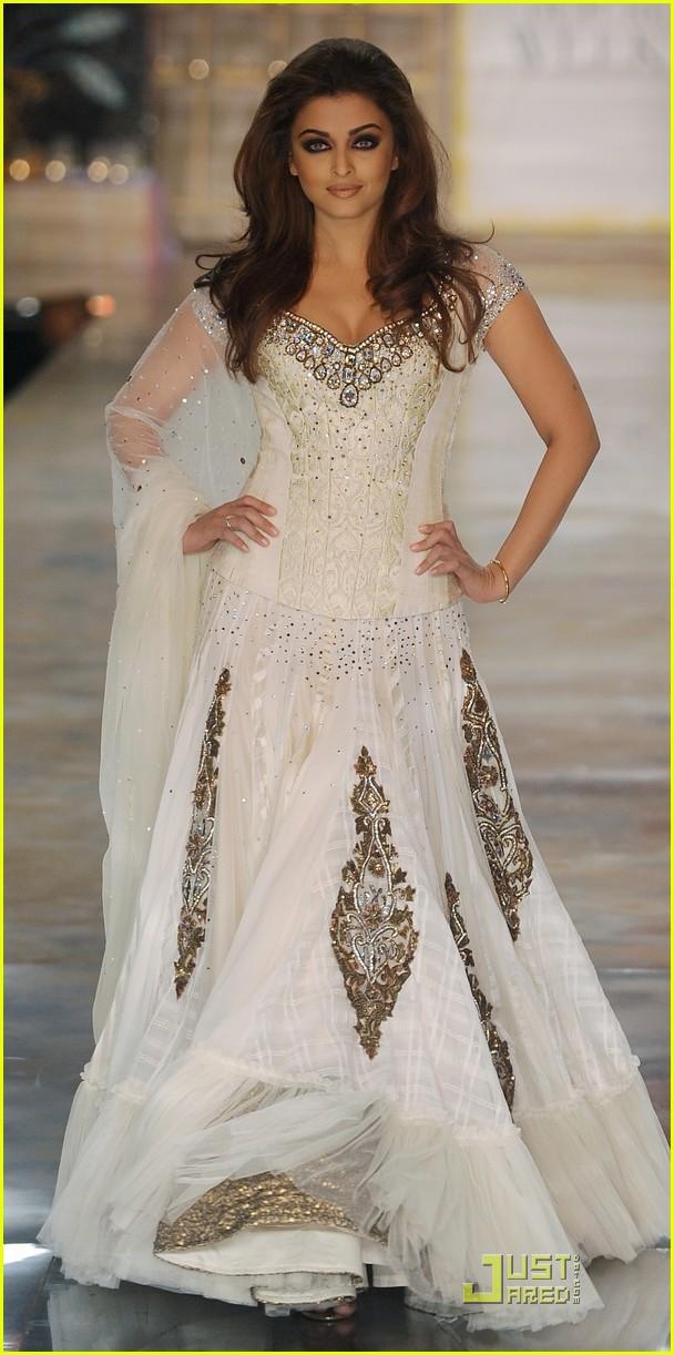 Asian wedding ideas a uk asian wedding blog look of the for Aishwarya rai in her wedding dress