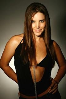 Amanda bearse virna flores fotos ropa interior for Miren ibarguren ropa interior