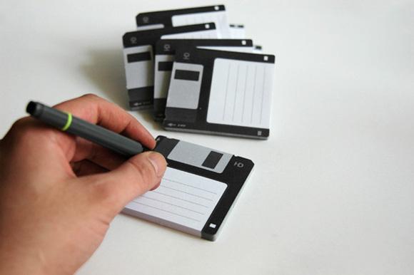 http://1.bp.blogspot.com/_42nL05s3A-8/S_Hh9RtY4SI/AAAAAAAACtA/DJQdrXbctsw/s1600/Diskit-Sticky-Notes_2.jpg