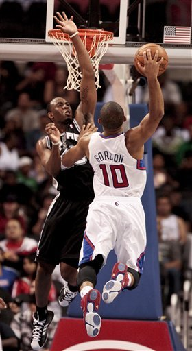 Eric Gordon dunking against the San Antonio Spurs