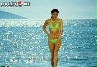 kareena kapoor bikini body