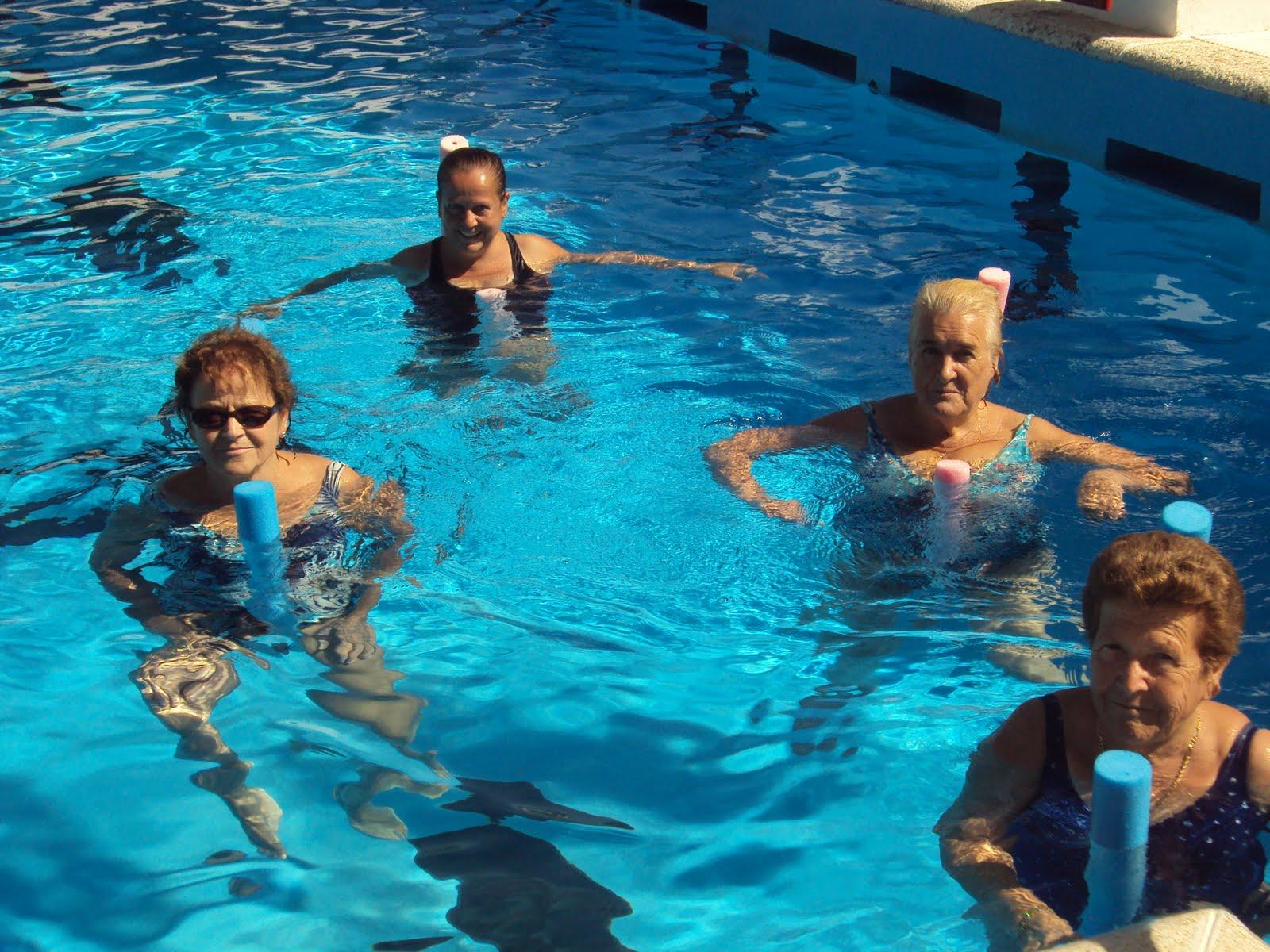 Ya es verano vente a la piscina for Ejercicios en la piscina