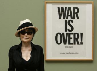 voy a tocar con mario elena - Página 2 Yoko_Ono_expone_Bremen_Alemania