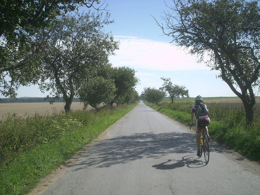 Typische landstraße bei korolupi
