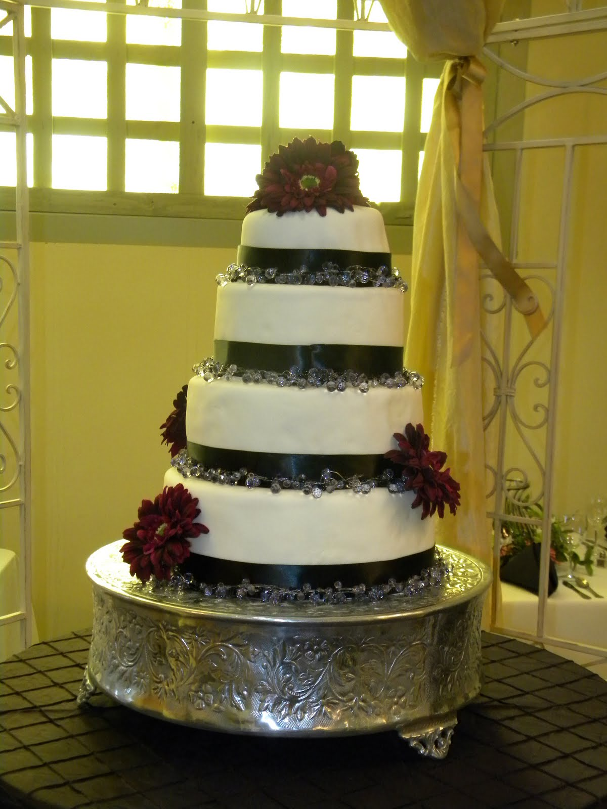 The Heaton\'s: Wedding cake cont.