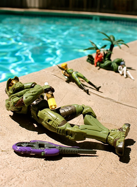 alt=HALO, Master Chief Off Duty, pool