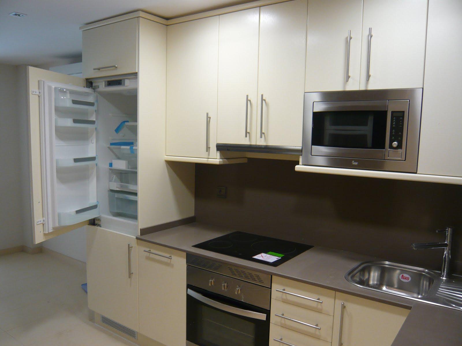 Muebles de cocina con altos 90cm y silestone color - Cocinas de colores ...