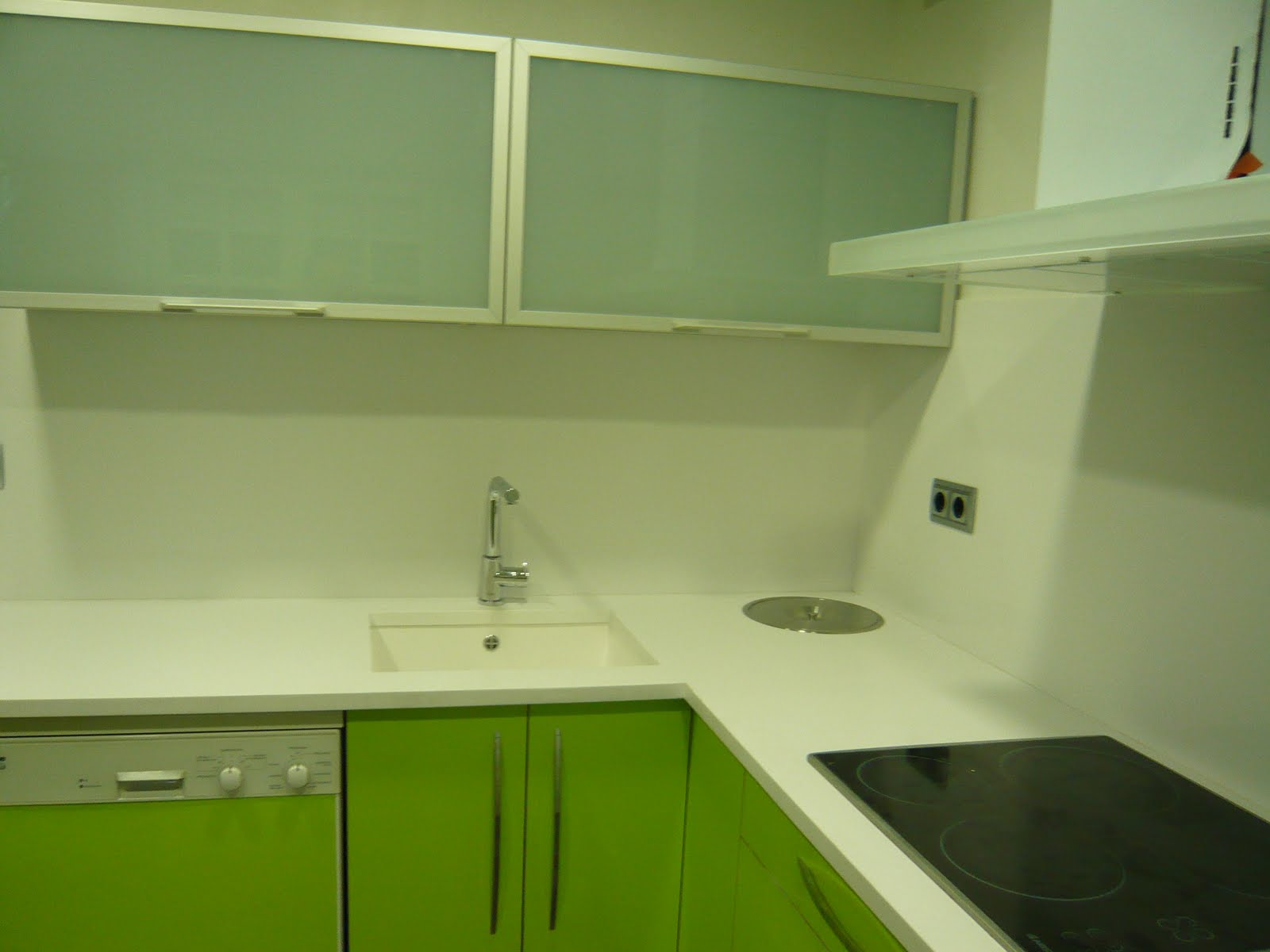 Reuscuina cocina verde pistacho 4 cantos aluminio for Cocina verde pistacho