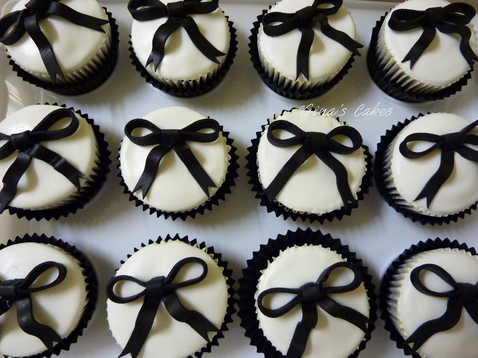 Top That!: {Sarah & Kayne\'s} Black & White Wedding Cupcakes