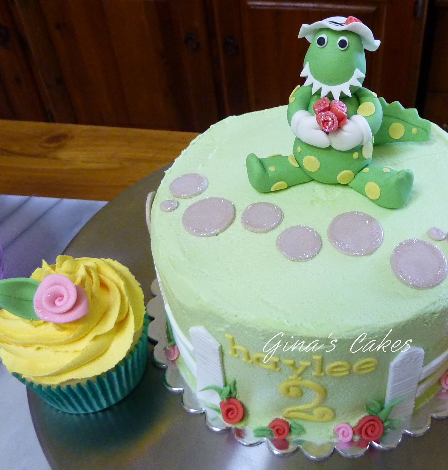 Top That Dorothy the Dinosaur Cupcake Tower