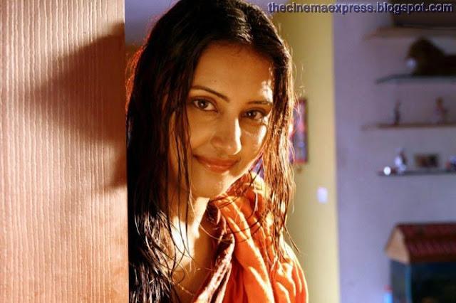 http://1.bp.blogspot.com/_4BlpSGmqKvI/TM6_4di1auI/AAAAAAAAAXg/k1QsbEx3-Sw/s400/Shanthi-Tamil-Movie-Hot-gallery-6.jpg