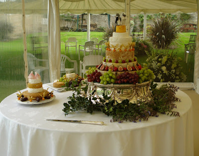 Pictures Wedding Cakes on Best Pictures Gallery Of Cheese Wedding Cake