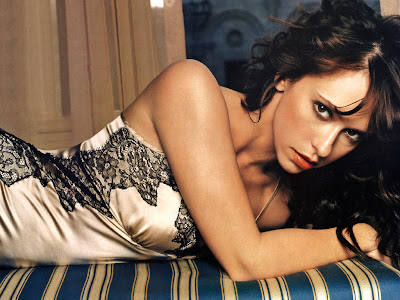 A picture of Jennifer Love Hewitt. Because it's Christmas.