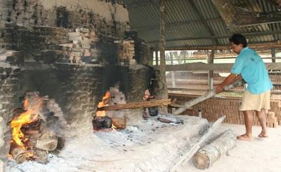 Heating Batu Bata - Riau People in Work