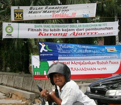 Perang Spanduk di Riau