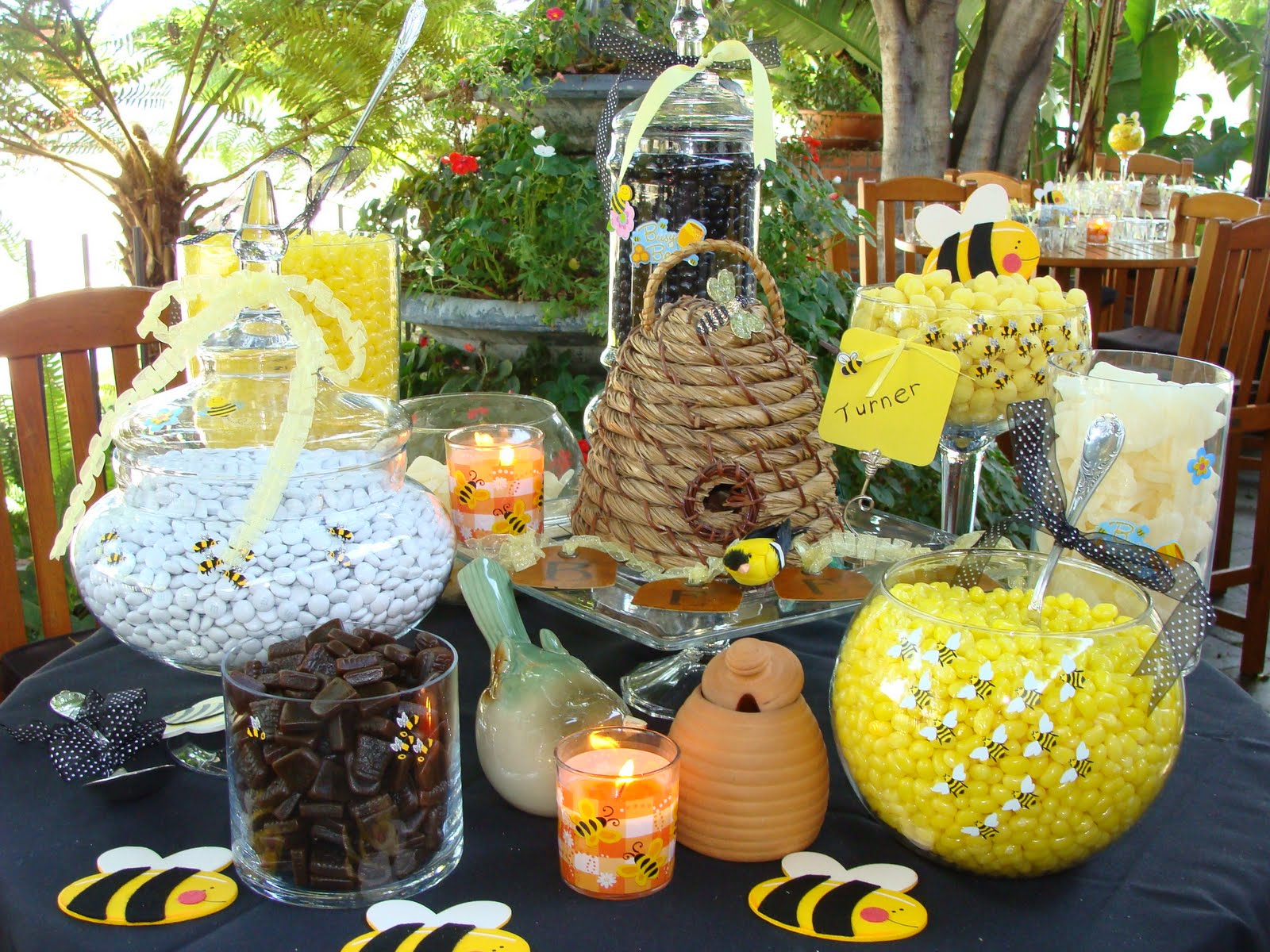 31 bee themed baby shower decorations table decorating ideas for Baby shower theme decoration