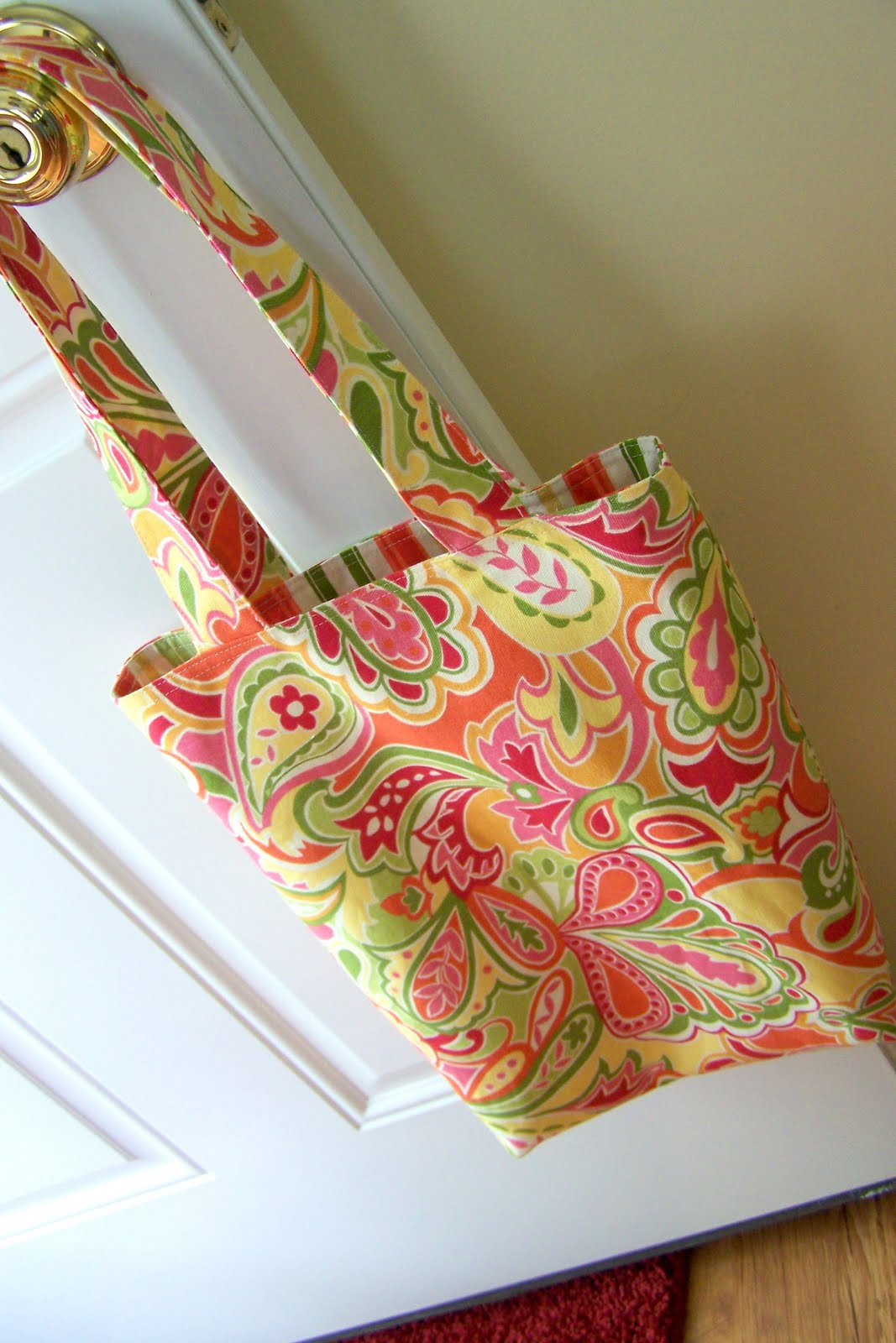 Mega crafty tutorial reversible tote from maiden jane for Diy crafts for beginners