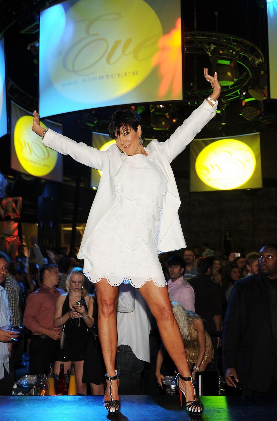 http://1.bp.blogspot.com/_4KxmFp2OOHI/S-jiA6s3gPI/AAAAAAAAKGI/pZ3fakZ5XQ8/s1600/Jenner+at+Eve.jpg