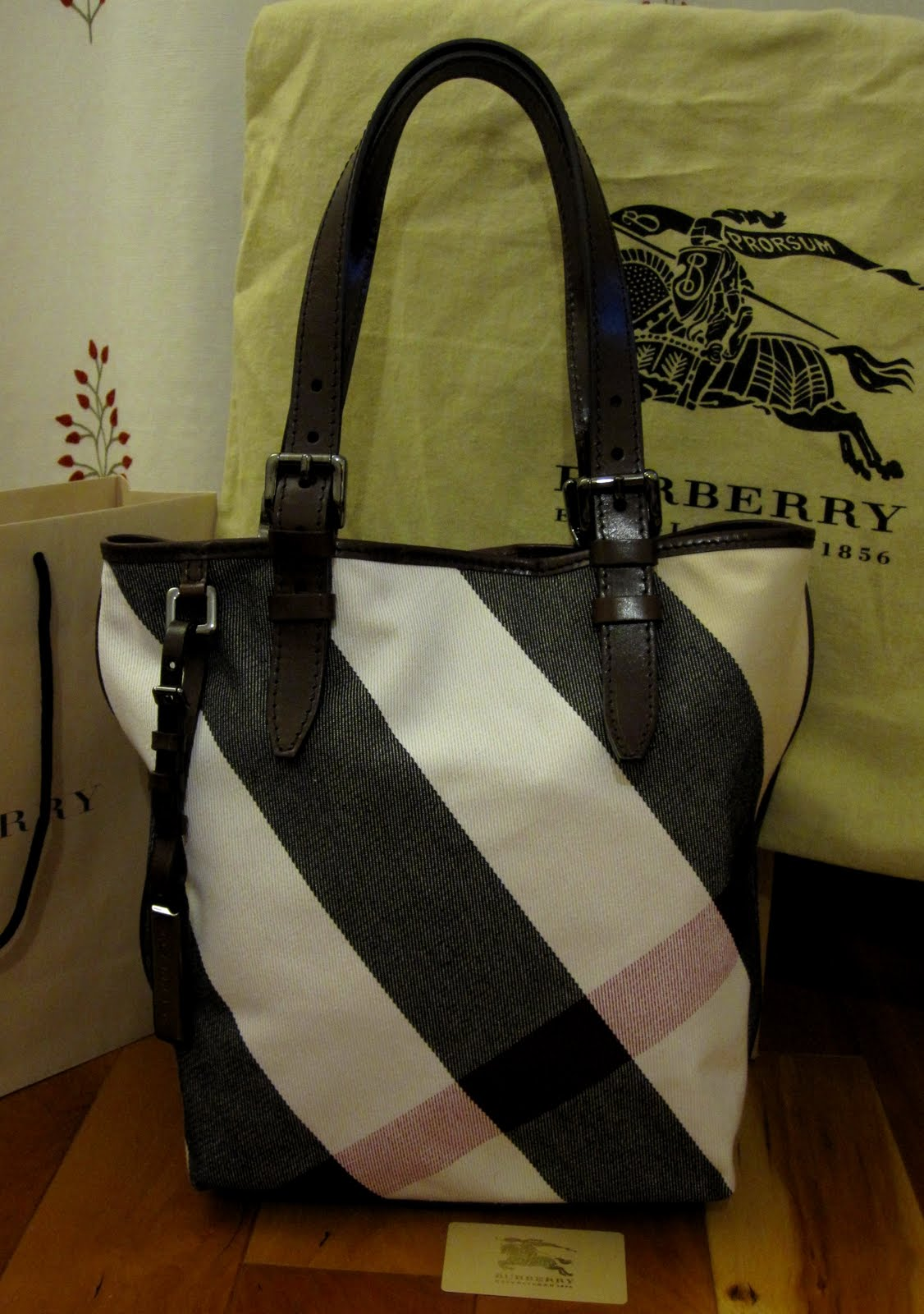 Burberry Victoria Tote