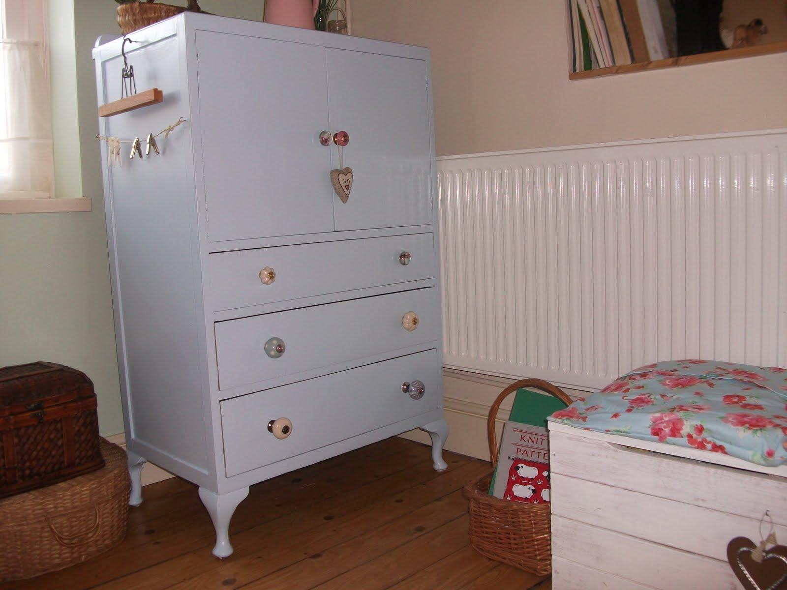 angela 39 s craft room home decor diy. Black Bedroom Furniture Sets. Home Design Ideas