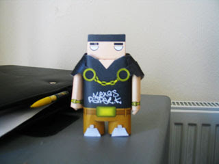 Shoulders Paper Toy