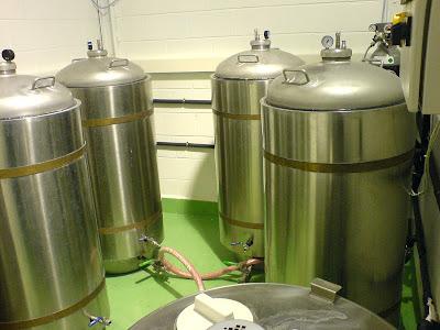 en estos tanques se elabora la cerveza Glops