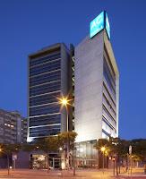 fachada del hotel AC SOM de l'Hospitalet de Llobregat