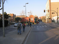 Peregrinos cruzando l'Hospitalet, la foto es de la Asociación Amigos del Camino