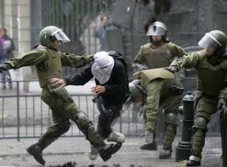 policías violentos