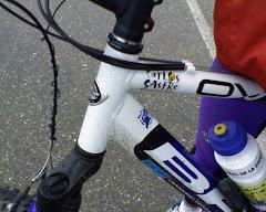 Mi bici con un logotipo de Carlos Sastre
