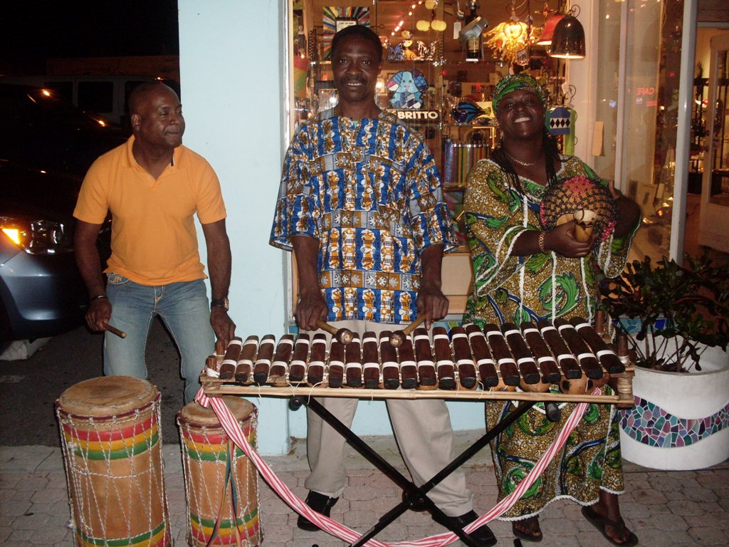 [Maky+Lopez+with+Delou+Africa.JPG]