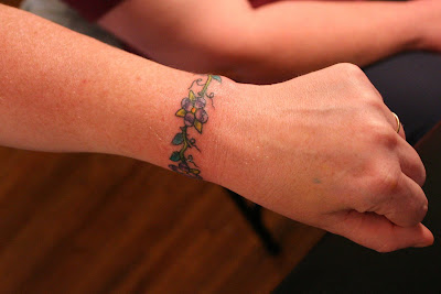 Bracelet Tattoo of a flower on the wrist