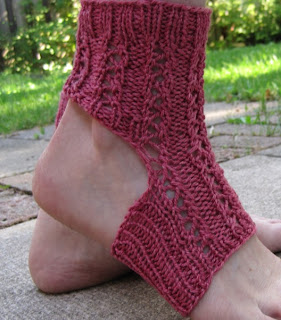 Easy Knitting Pattern For Yoga Socks : Last-Minute Lace Yoga Socks - a free pattern