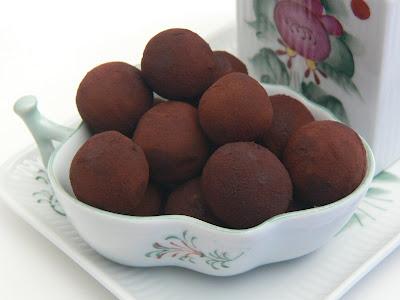 Cioccolatini de castagne - Schoko-Kastanienkugeln mit Rum