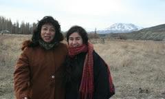 Rosa Benitez y Anahi Mariluan en Caepe