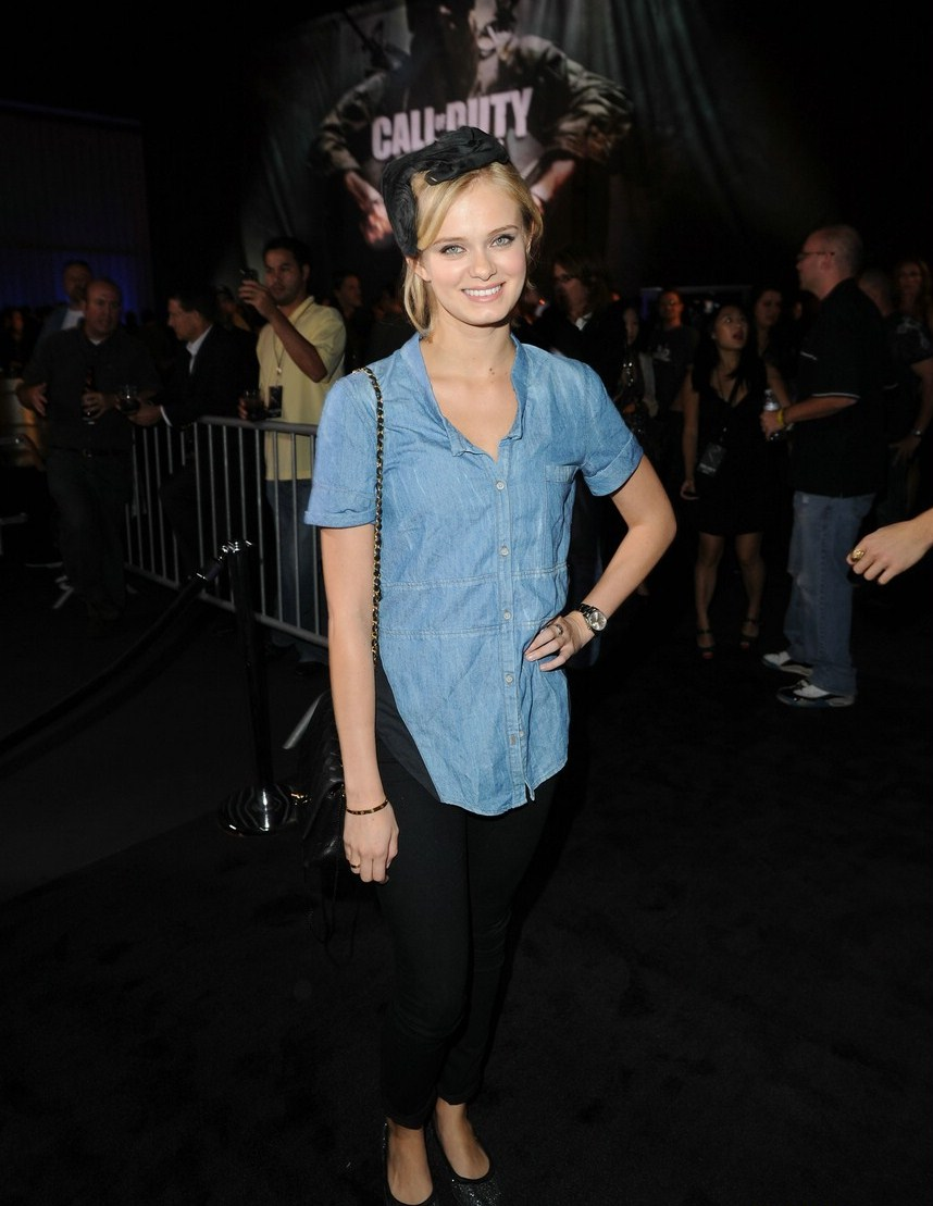 Sara Paxton Was Spotted In Santa Monica, California